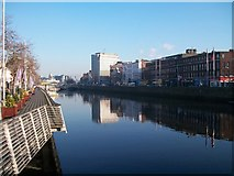 O1534 : The River Liffey between the Ha'penny Bridge and O'Connell Bridge by Eric Jones