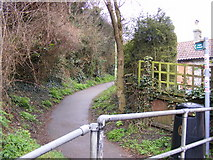 TM3863 : Footpath to Seamans Avenue by Geographer