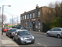 TQ3778 : The Isle of Dogs Dockland Settlement Youth & Community Centre in East Ferry Road by Rod Allday