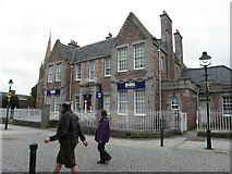 NN1073 : RBS Bank, Fort William by Kenneth  Allen