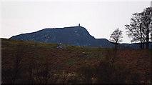 NN6192 : Creag Ruadh Monument by Glen Breaden