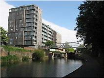 TQ3681 : Regent's Canal: Salmon Lane Lock by Gareth James