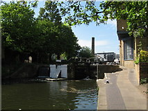 TQ3283 : Regent's Canal: Sturt's Lock by Gareth James