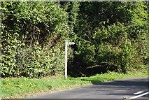 TQ4251 : Signpost, Kent Hatch Rd by N Chadwick