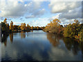 TQ2680 : The Long Water, Kensington Gardens, in Autumn by Roger Jones