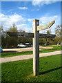 SU8141 : Chunky signpost by Sandy B