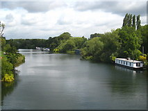 SU9777 : The River Thames upstream from Victoria Bridge by Rod Allday