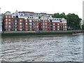 TQ2977 : Thames bank at Pimlico by Malc McDonald