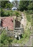 SE0026 : Hebden Royd Footpath 20 at Stephenson House, Mytholmroyd by Humphrey Bolton