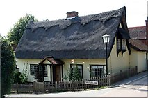 TL7835 : Cottage in Castle Lane by Lee Holmes