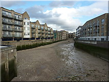 TQ3680 : Low tide on the Thames by Peter Barr