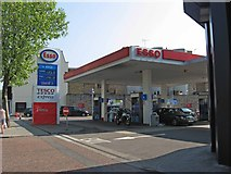 TQ2677 : Esso Service Station with Tesco Express, 459 Fulham Road, Chelsea, London SW10 by L S Wilson
