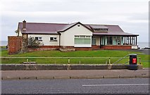 C8238 : Portstewart Golf Club clubhouse, Harbour Road, Portstewart by P L Chadwick