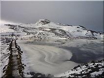 NN9462 : Meall na h-Aodainn Mòire across a partially frozen Loch a' Choire by Alan O'Dowd