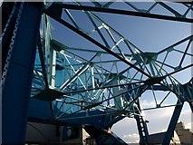 TA1029 : North Bridge, Hull by Derek Harper