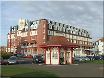 TQ7407 : Seafront shelter, Bexhill by Malc McDonald