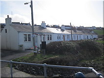 NS2515 : Cottages at Dunure by Les Hull