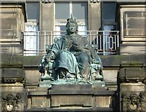 NS6065 : Queen Victoria statue, Glasgow Royal Infirmary by kim traynor