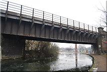 TQ3681 : Railway Bridge over the Regents Canal by N Chadwick