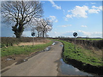 TA1345 : Rise  Lane  Looking  South by Martin Dawes