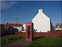 NT6779 : East Lothian Townscape : The Telephone Box at Victoria Street, Dunbar by Richard West