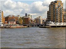 TQ3680 : River Thames, Entrance to Limehouse Marina by David Dixon