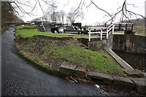 SE1839 : Field 3 Rise Lock, Leeds-Liverpool Canal, Esholt by Richard Kay