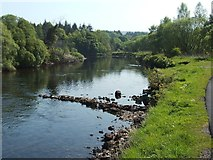 NS3977 : Weir on the River Leven by Lairich Rig