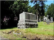 NS2676 : The Kinipple family memorial by Lairich Rig