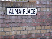 TM3863 : Alma Place sign by Geographer