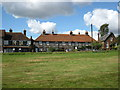 SU8093 : The Brickmakers Arms and houses on Wheeler End Common by don cload