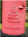 SU9566 : Edward VIII postbox, Priory Road - royal cipher by Mike Quinn