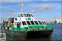 SU4208 : Hythe Ferry arrives at Hythe pier by Roger Davies