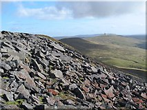NY6834 : Boulder field on the southern side of the summit of Cross Fell by Mike Quinn