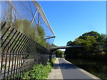 TQ2783 : Regent's Canal towpath, with the Snowdon Aviary on the left by Ruth Sharville