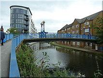 TQ2482 : Footbridge over the Grand Union Canal, Paddington Branch by Alexander P Kapp