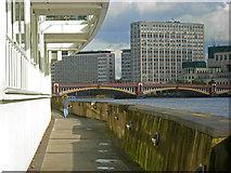 TQ2977 : Path towards Vauxhall Bridge by Stephen McKay