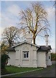 TQ1169 : Lodge at the entrance to Sunbury Court by Stefan Czapski