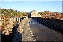 SH6737 : Argae Newydd Maentwrog (Maentwrog New Dam), Llyn Trawsfynydd by Jeff Buck