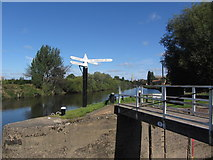 SO8453 : Worcester - Canal sign at junction of River Severn & Worcester & Birmingham Canal by Colin Park