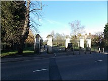 TQ3473 : View of the Dulwich Common entrance to Dulwich Park by Robert Lamb