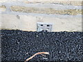 SE0419 : Ordnance Survey Flush Bracket 845 by Peter Wood