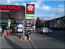 TQ2976 : Filling station beside Wandsworth Road by David Martin