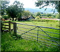 SO3304 : Field gate and a stile alongside Star Road near Penperlleni by Jaggery