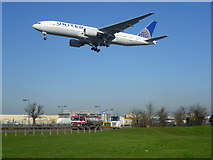 TQ0975 : The best place to spot planes at Heathrow by Marathon