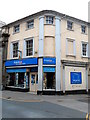 SO0428 : Tenovus charity shop, Brecon by Jaggery