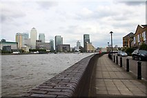 TQ3680 : The Thames Path by Pageant Crescent by Steve Daniels