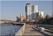 TQ3979 : North Greenwich living by Row17