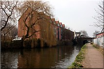 SK7080 : The Chesterfield Canal by Graham Hogg