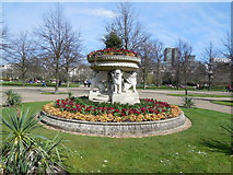TQ2882 : Sculpture in Avenue Gardens by Paul Gillett